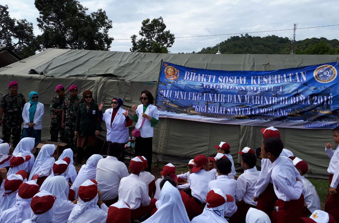Alumni of FKG UNAIR-Marine Corps Hold Social Service in Bima, NTB